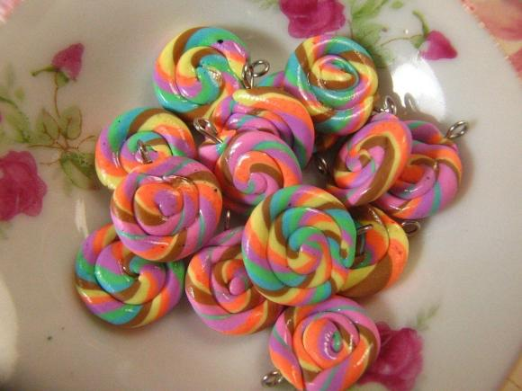 8pcs Swirl Candy Charms 20mm - SCC-03 - Rainbow